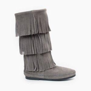 NWOT Minnetonka Gray 3 Layer Fringe Leather Boots